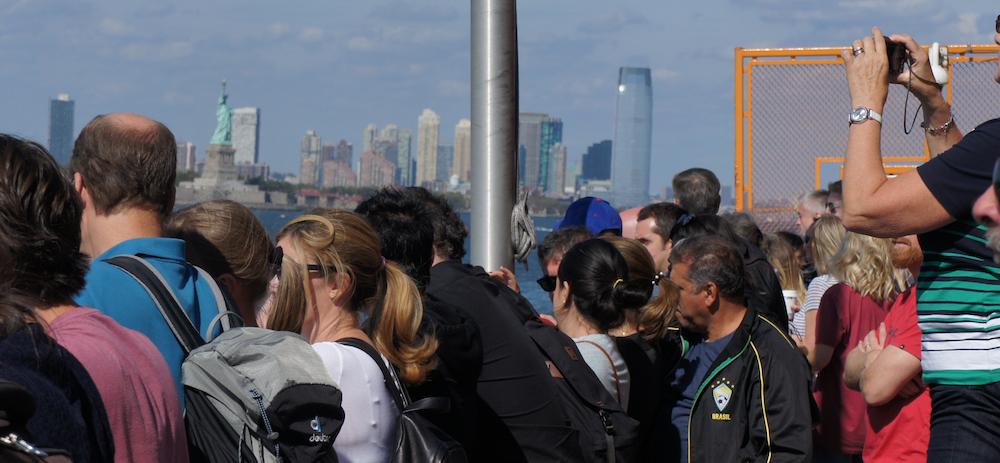 Touristen auf der Staten Island Fähre