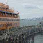 Staten Island Ferry Terminal mit Blick auf Manhattan